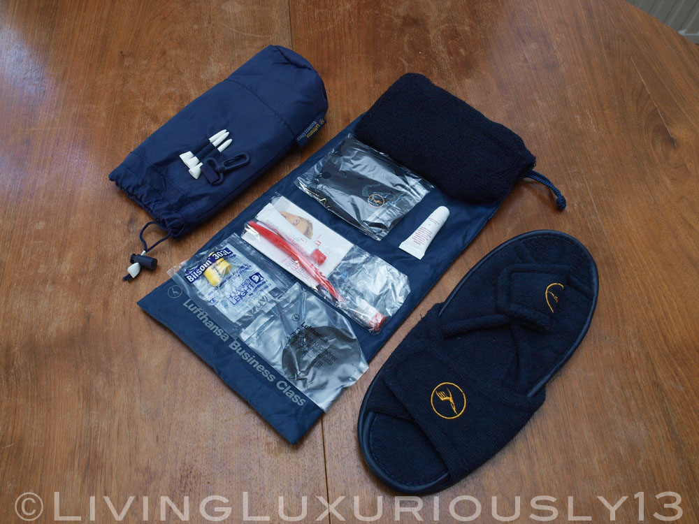 lufthansa business class n cessaire amenity kit. Black Bedroom Furniture Sets. Home Design Ideas